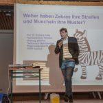 Über 100 junge Studenten besuchen Vorlesung der Kinder-Uni im Forum