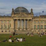 Jugendliche und Senioren übernachten gemeinsam in Jugendherberge in Berlin