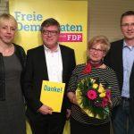 Gisela Ludwig und Jochen Hake beim Ortsparteitag der FDP geehrt