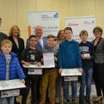 Zwei Holzwickeder Schulen erhalten Technikkästen für Roboter AG