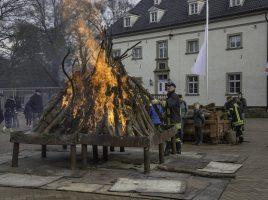 Am Ostersamstag lädt der Löschzug 2 der Feuerwehr der Gemeinde vor Haus Opherdicke zum Osterfeuer ein. Zeitgleich wird auch am WAsserturm in hengsen ein Osterfeuer entfacht. (Foto: P. Gräber - Emscherblog)