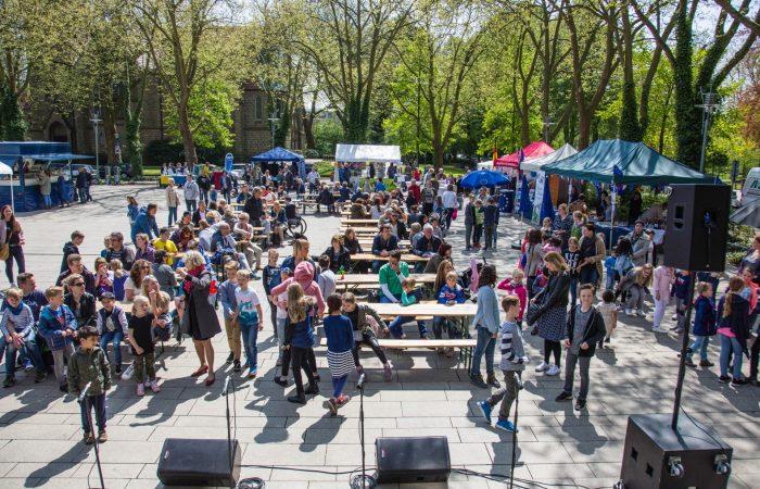 Gegen Mittag hatte sich dann der Marktplatz beim ersten Europatag in Holzwickede doch noch ganz gut gefüllt. (Foto: P. Gräber - Emscherblog.de)