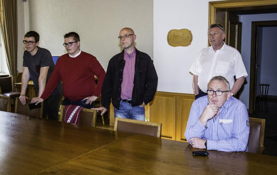 Im Rathaus verfolgten Bürger und Politiker die eingehenden Ergebnisse der Landtagswahl: enttäuschte Gesichter bei den Sozialdemokraten. (Foto: P. Gräber - Emscherblog.de)