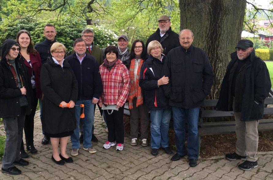 Die FDP-Fraktion bei ihrem Besuch in der Kleingartenanlage Am Oelpfad. (Foto: privat)