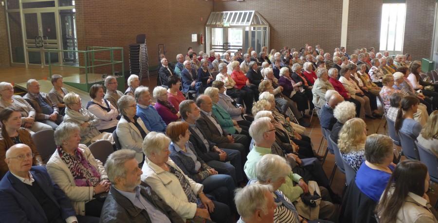 Das Publikum im gut gefüllten Forum des Schulzentrums belohnte die Darbietungen mit viel Beifall. (Foto: privat)