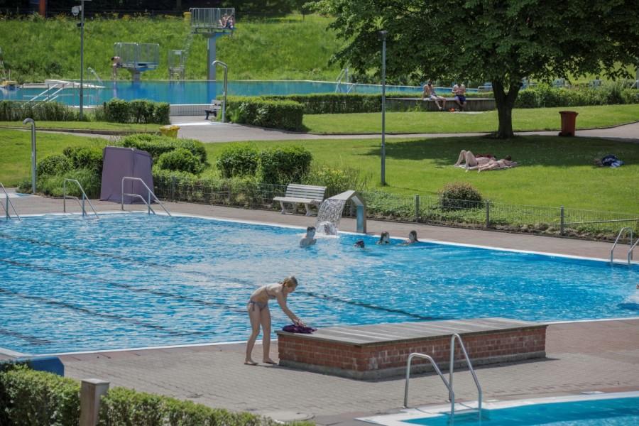 Zum Saisonauftakt tummelten sich am heutigen Sonntag (21. Mai) die ersten Badegäste im Holzwickeder Freibad Schöne Flöte. (Foto: P. Gräber - Emscherblog.de)