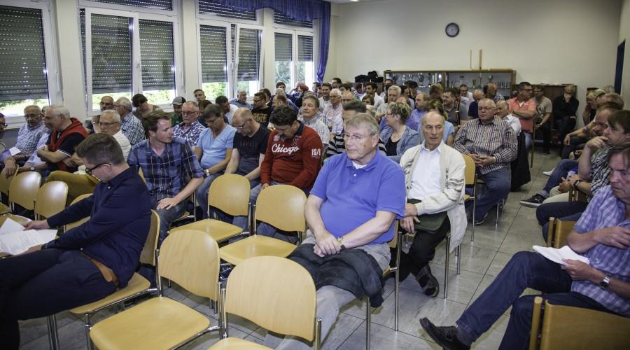 Knapp 100 Mitglieder nahmen an der Hauptversammlung im Sportheim an der Jahnstraße teil. (Foto: P. Gräber - Emscherblog.de)
