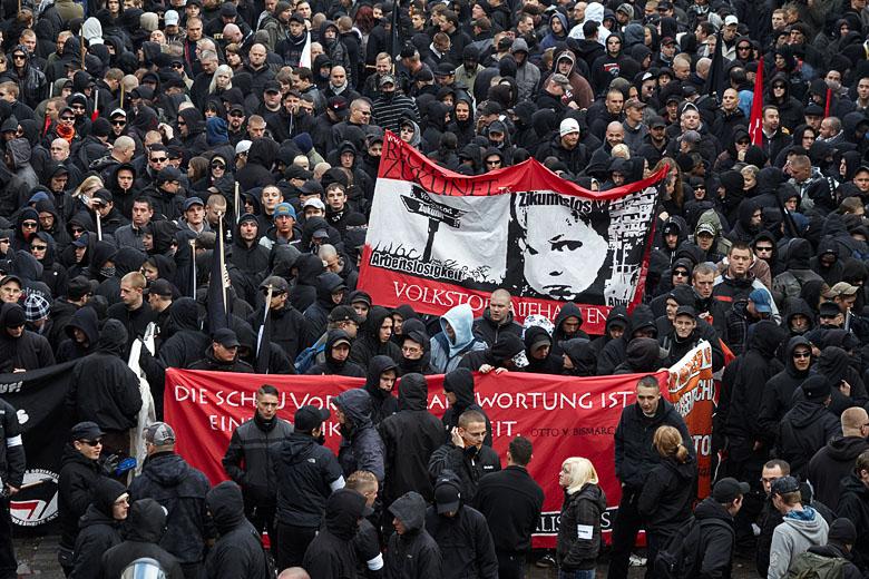 Neonazis / Freie Kameradschaften bei einer Demonstration in Leipzig. (Foto: Herder3 - Wikipedia CC 3.0)