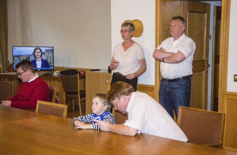 Traurig über das gute Abschneiden der AfD: Bürgermeisterin Ulrike Drossel verfolgt die ersten Hochrechnungen. (Foto: P. Gräber - Emscherblog.de)