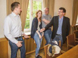 Bei den Vertretern der FDP und CDU herrschte schon unmittelbar nach den ersten Hochrechnungen beste Stimmung. (Foto: P. Gräber - Emscherblog.de)