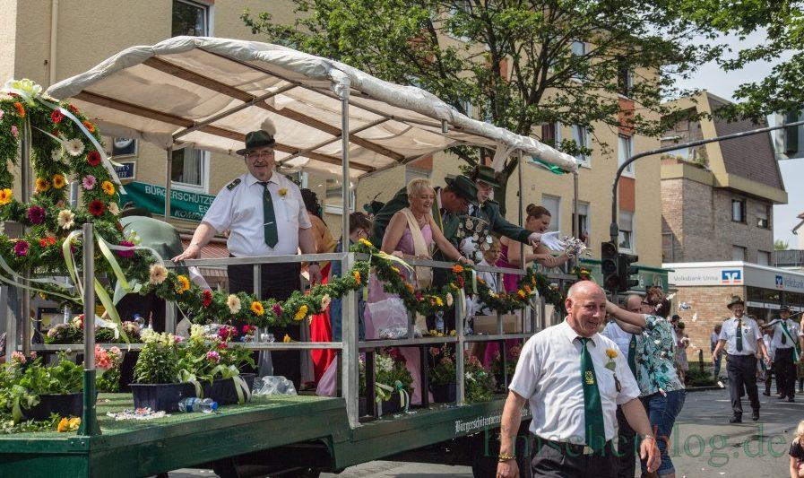 Auch am Sonntag wird es wieder einen Festumzug beim Schützenfest der Bürgerschützen geben: Umzug zur 150-Jahr-Feier des BSV. P. Gräber - Emscherblog.de)