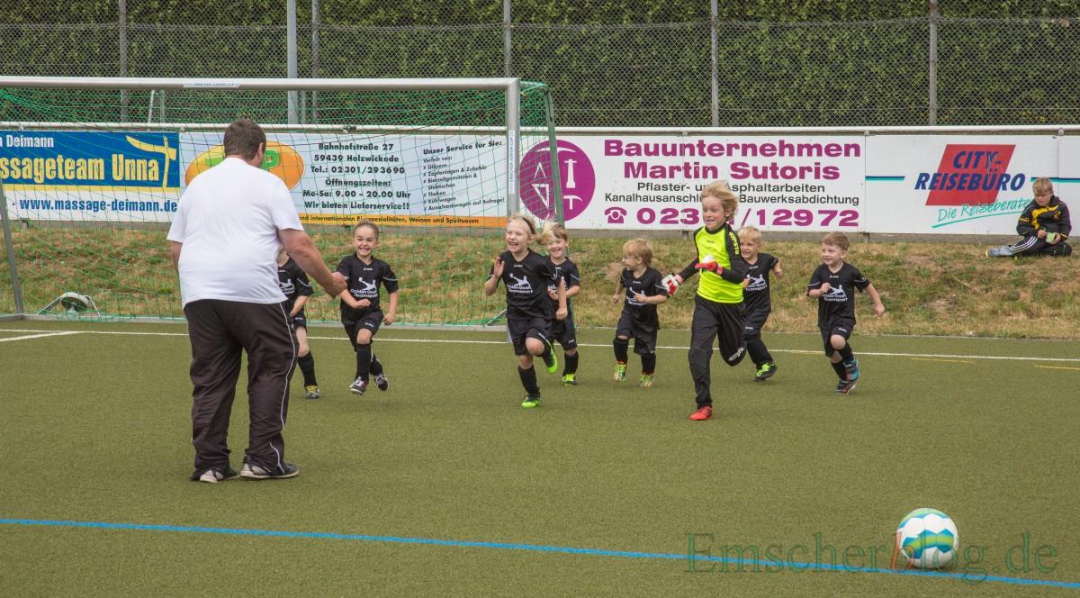 Wie die Großen: Vor dem Spiel waren kurze Sprints von der Grundlinie zum Aufwärmen angesagt. (Foto: P. Gräber - Emscherblog.de)