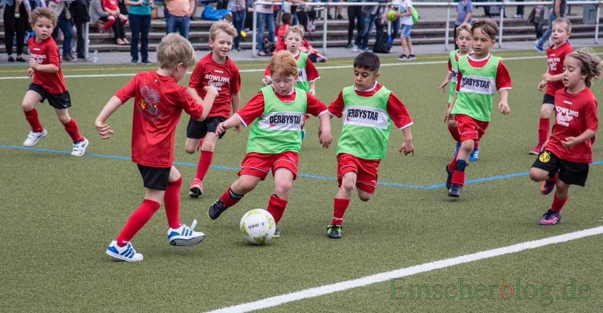 Beim Kindergarten-Cup des HSC wurde verbissen um jeden Ball gekämpft.(Foto: P. Gräber - Emscherblog.de)