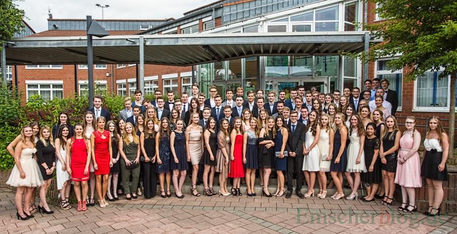 Die 86 Jugendlichen des Abiturjahrgang 2017 des Clara-Schumann-Gymnasiums erhielten heute ihr Abiturzeugnisse. (Foto: P. Gräber - Emscherblog.de)