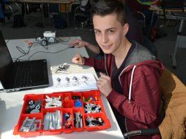 Mit dem Thema Robotik können sich interessierte Jugendliche beim Ferienkurs des zdi-Netzwerkes Perspektive Technik in Unna beschäftigen. (Foto: Ute Heinze (WFG))
