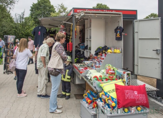 Alles rund um die Feuerwehr gibt's im mobilen Feuerwehr-Shop. (Foto: P. Gräber - Emscherblog.de)