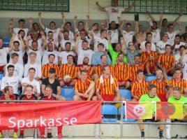 20 Teams nahmen beim 16. Turnier für Freizeitmannschaften der Strammen Jungs im Holzwickeder Montanhydraulik-Stadion teil. Es gewann Schienbein Hengsen. (Foto: privat)
