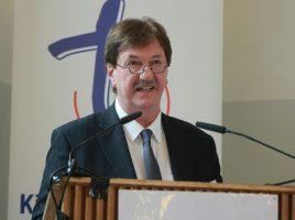 Superintendent Hans-Martin Böcker bringt die Berichte aus den kreiskirchlichen Arbeitsfeldern.. (Foto: Ev. Kirchenkreis)