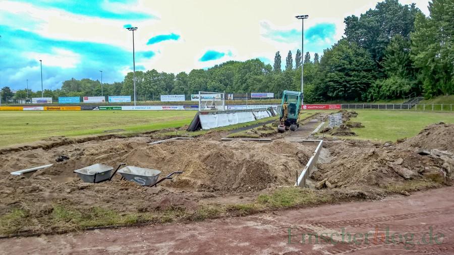 Die Arbeiten an den Leichtathletik-Anlagen im Montanhydraulik-Stadion wurden bereits im Juni begoinnen. Seit einigen Tagen ruhen die Arbeiten jedoch. (Foto: P. Gräber - Emscherblog.,de)