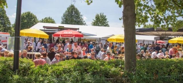 Wie bei jedem Schützenfest war das spannende Vogelschießen auch heute wieder ein Zuschauermagnet. (Foto: P. Gräber - Emscherblog.de)