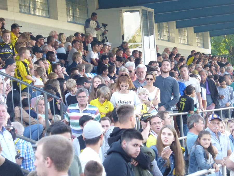 Gut gefüllte Ränge wird es auch am 4. August im Montanhydraulik-Stadion Holzwickede beim EMKA RUHR-CUP geben. Die Vorbereitungen laufen auf Hochtouren. (Foto: privat)