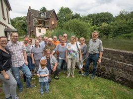 Fraktion vor Ort: Mitglieder und Sympathisanten des des Unabhängigen Bürgerblocks besuchten am Montagabend die alte Natorper Mühle., um sich über das historische Kleinod zu informieren. (Foto: P. Gräber - Emscherblog.)