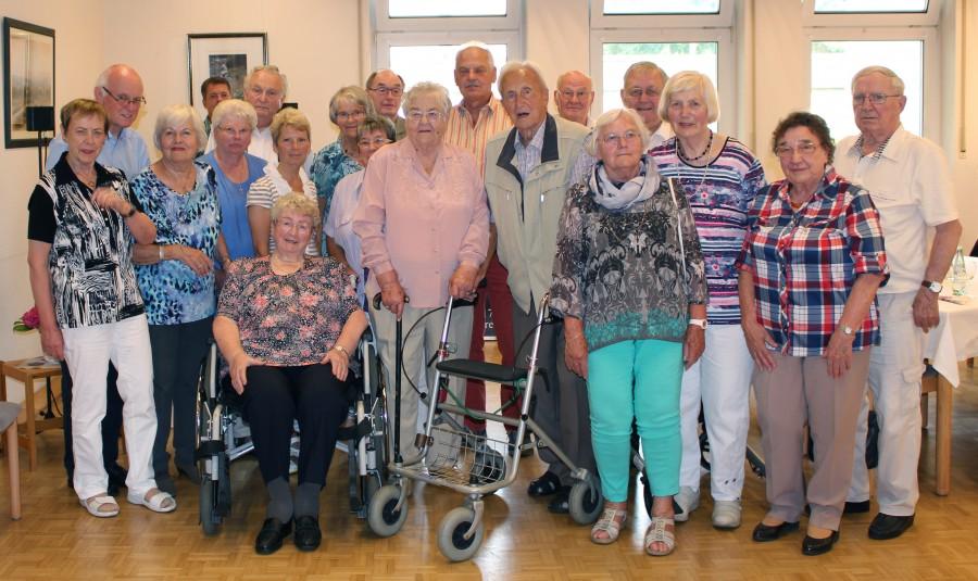 Der Trägerverein der Senioren-Begegnungsstätte hatte am Freitag die imn denb Monaten Mai und Juni geborenen Mitglieder zu einer Geburtstagstagsnachfeier eingeladen. (Foto: privat)