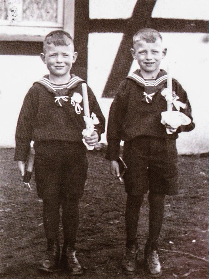 Erstkommunion 1942 in Ophedrdicke: die Brüder Linus (l.) und Bernhard (r.). (privat)