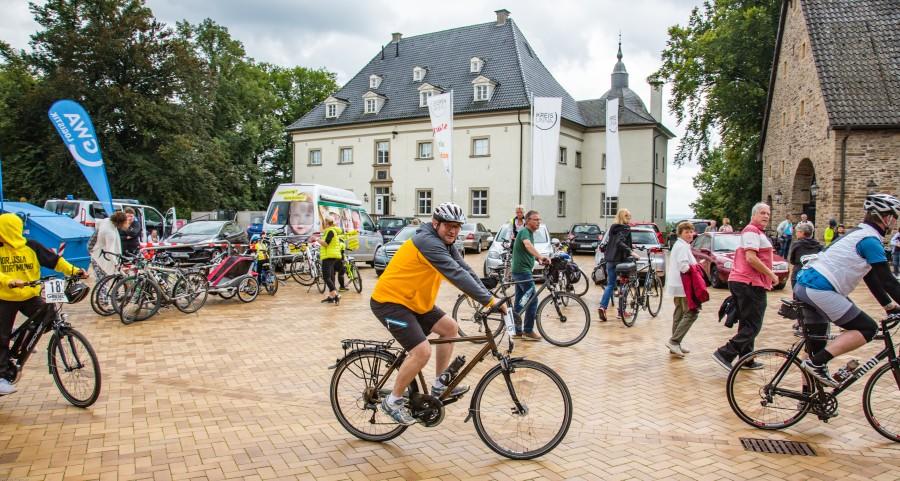 """Rund 600 Teilnehmer waren heute bei der 19. RTF """"Rund um Haus Opherdicke"""" am SAtart/Ziel in Opherdicke. Foto: P. Gräber - Emscherblog.de)"""