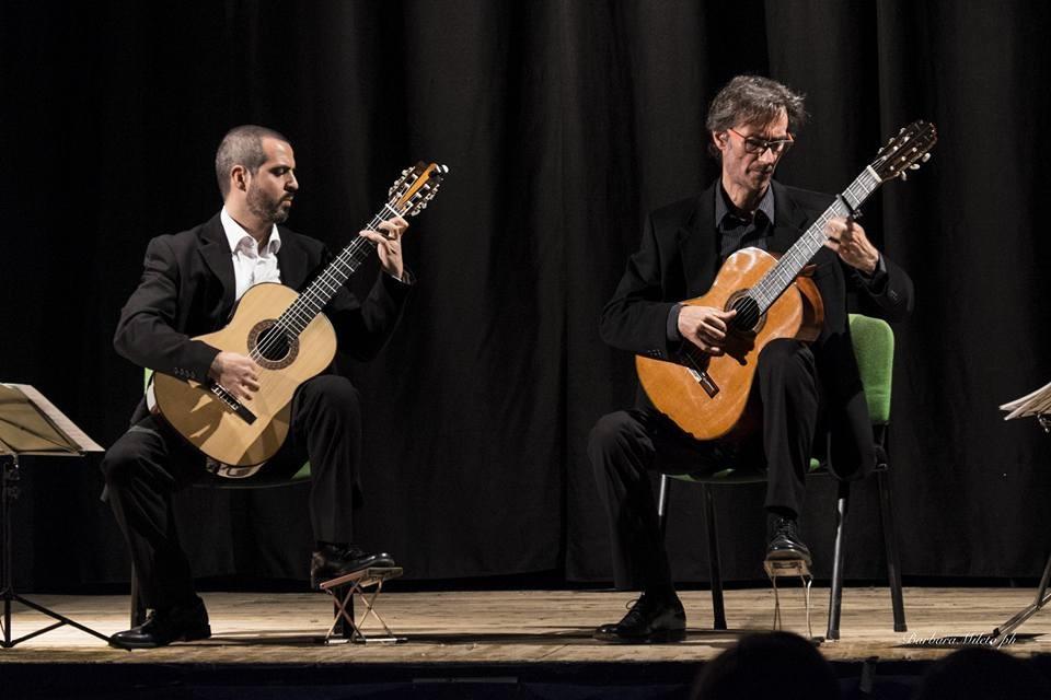 Das Duo Di Siracus mit den beiden italienischen Gitarristen Roberto Salerno und Marcello Cappellani, eröffnet am Sonntag das Musikfest Opherdicke gemeinsam mit dem Duo Casals. (Foto: Agentur)