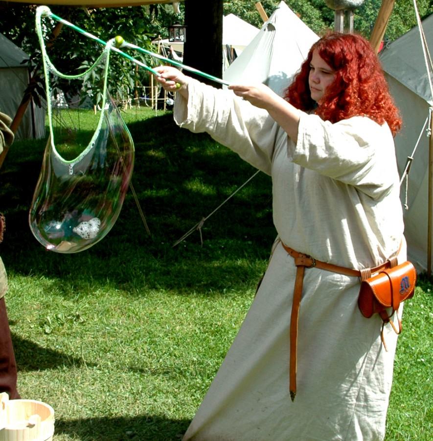 """""""Fjalar, der rote Hahn"""" alias Rosanna Mühl wird im historischen Lager Erzählungen und Geschichten auf authentische Weise präsentieren. (Foto: privat)"""