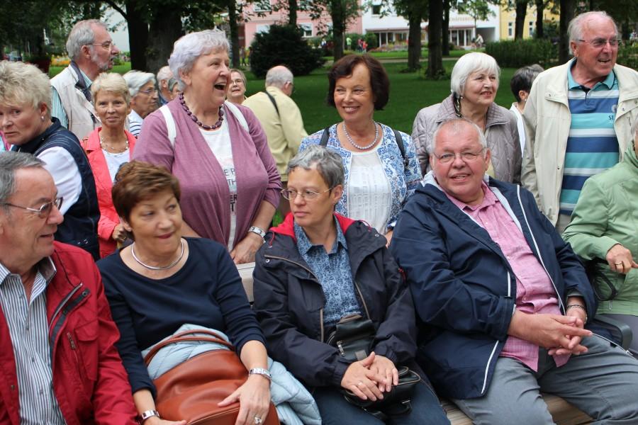 Beste Laune herrschte beim Jahresausfluges des Trägervereins der Senioren-Begegnungsstätte, der die Teilnehmer gestern zur Landesgartenschau nach Bad Lippspringe führte. (Foto: privat)