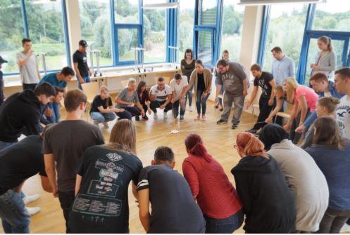 Übungen zum Team-Building, Planspiel für unternehmerisches Denken und vieles mehr: Sonepar-Azubis starten im Rahmen mehrtägiger Welcome Days aktiv und praxisnah ins Berufsleben (Foto: Sonepar)