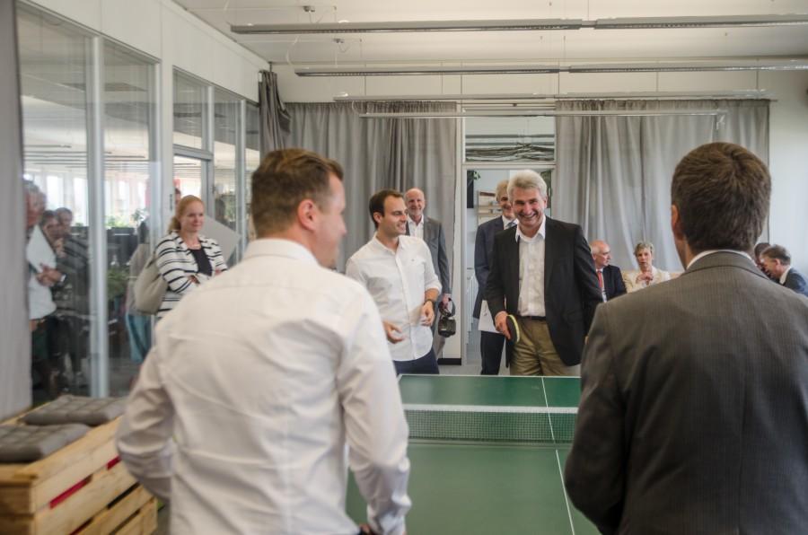 Im Doppel erfolgreich: NRW-Wirtschaftsminister Prof. Dr. Andreas Pinkwart mit Daniel Marx und Eckart Forst (Vorstandsvorsitzender NRW.Bank) mit Daniel Krahn wagen eine Runde Tischtennis.