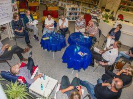 Ein knappes Dutzend engagierter Bürgerinnen und Bürger nahmen an der Diskussionrunde in der Bibliothek teil und steuerten interessante Vorschläge bei. (Foto: ?P. Gräber - Emscherblog.de)