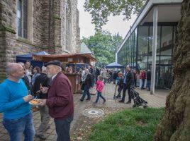 Mit dem besseren Wetter am Sonntag war das dreitägige 50. Pfarrfest der Liebfrauengemeinde schließlich doch noch recht ansprechend besucht. (Foto: P. Gräber - Emscher.de)