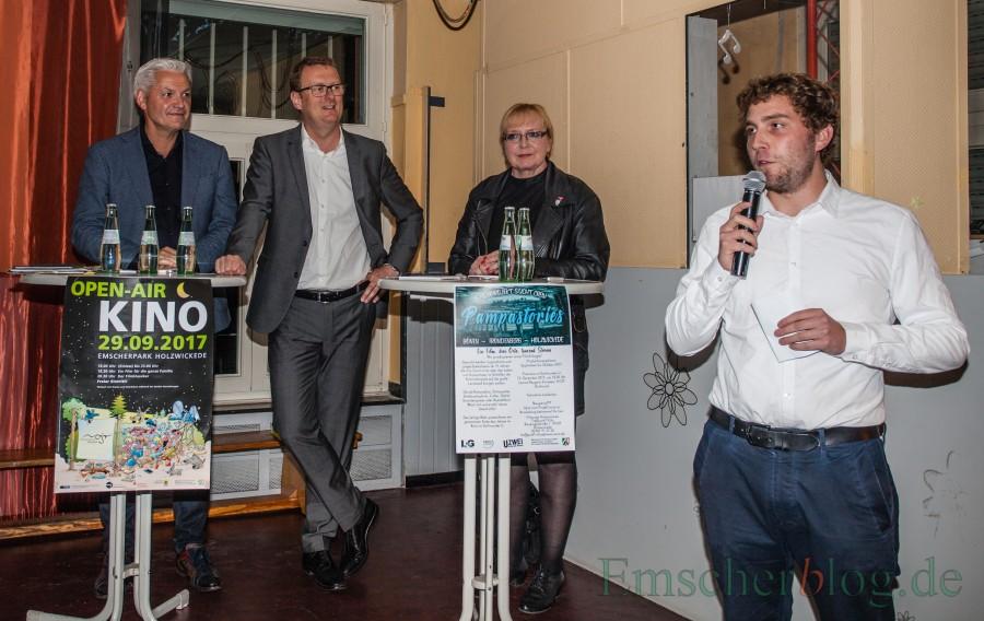 Der Ortsjugendring hatte am Dienstagabend zur Diskussion mit den Bundestagskandidaten Hubert Hüppe, Oliver Kaczmarek und Ruth Tietz , hier mit Moderator Frederik Bald, (v.l.) in den Treffpunkt Villa eingeladen. (Foto: P. Gräber - Emscherblog.de)