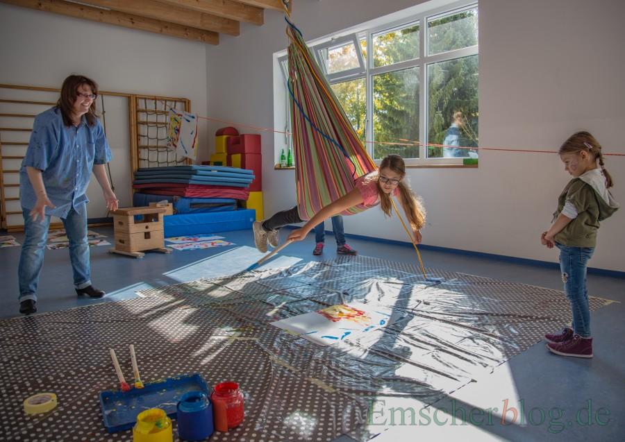 Zum Fest im HEV-Kindergarten erwartet die Besucher ein buntes Programm: In der oberen Etage können die Kinder farbenprächtige Schauckelbilder malen. (Foto: P. Gräber - Emscherblog.,de)