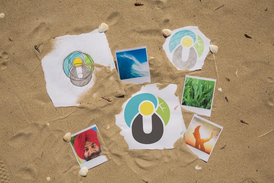 Das preisgekrönte Urlaubsguru-Logo (Mitte) spiegelt wieder, was Urlaubsguru ausmacht:  Der Guru bringt typischerweise einen Turban mit sich. Dieser setzt sich im Logo aus verschiedenen Elementen der Natur über dem Urlaubsguru-U zusammen. Er besteht aus einer blauen Welle des Ozeans, einem tropischen, grünen Blatt und der strahlend gelben Sonne in der Mitte.  (Foto: UNIQ)