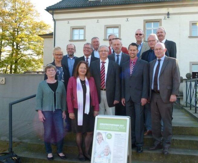 Die Vertreter der Institutionen und der Kreisverwaltung bei ihrem Treffen heute zum Geriatriesymposium auf Haus Opherdicke. (Foto: Kreis Unna)
