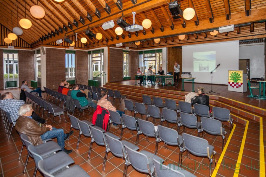 Ganze sieben Bürger wollten sich im Forum heute informieren über eines der größten Bauvorhaben der nächsten beiden Jahre in Holzwickede. (Foto: P. Gräber - Emscherblog.de)