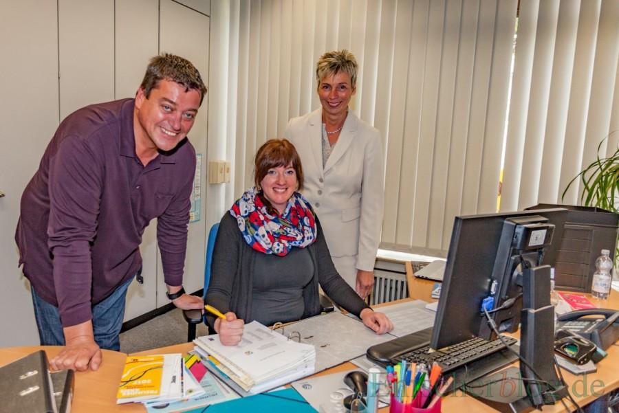 Vorstellung der neuen Kulturbeauftragten (v.l.): Fachbereichsleiter Matthias Aufermann mit Kristina Cikes und Bürgermeisterin Ulrike Drossel. (Foto: P. Gräber - Emscherblog.de)