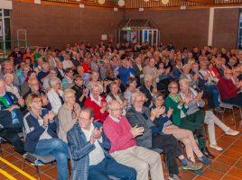 Gut 200 geladene Gäste, die in den Vereinen, Verbänden und Institutionen Holzwickedes ehrenamtlich tätig sind, nahmen die Einladung der Gemeinde vor zwei Jahren zum ersten Tag des Ehrenamtes ins Forum wahr. (Foto: P. Gräber - Emscherblog.de)