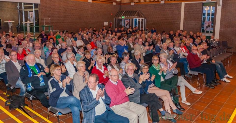 Gut 200 geladene Gäste, die in den Vereinen, Verbänden und Institutionen Holzwickedes ehrenamtlich tätig sind, nahmen die Einladung der Gemeinde ins Forum wahr. /Foto: P. Gräber - Emscherblog.de)