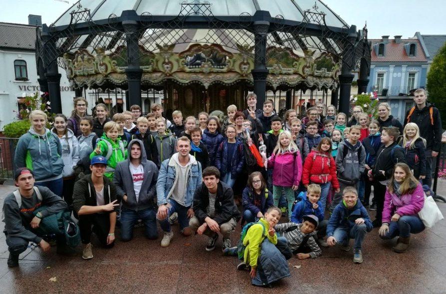 Zum Abschluss der KjG-Herbstfreizeit besuchten die Teilnehmer das Phantasialand. Foto: privat)