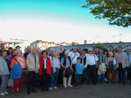 Das Foto zeigt die Reisegruppe der CDU-Bürgerfahrt vor der historischen St. Servaas-Brücke. (Foto: privat)