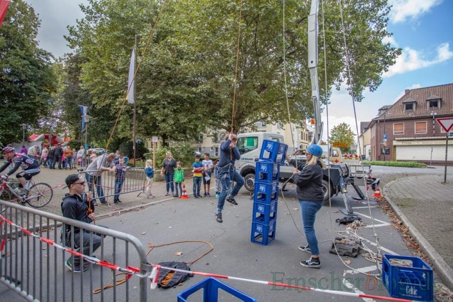 Die katholische Kirchengemeinde sollte 400 Euro für die Straßensperrung bei ihrem Pfarrfest im vergangenen Monat zahlen. Die SPD fhat jetzt die dauerhafte Gebührenbefreiung für ehrenamtliche Veranstalter beantragt. (Foto: P. Gräber - Emscherblog.de)