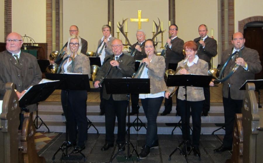 Die Holzwickeder Jagdhornbläser gestalteten die traditionelle Hubertus-Messe am Sonntag in der Kirche am Markt. (Foto: privat