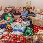 """""""Mit Rat und Tat"""" verteilt reichlich Weihnachtspakete an Tafelbesucher"""