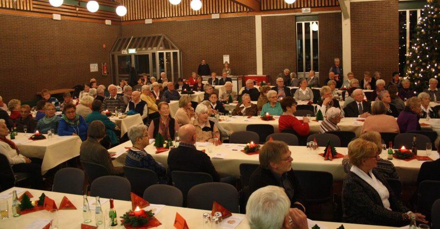 Voll besetzt war das Forum bei der vorweihnachtlichen Feier der Gemeinde am vergangenen Samstag. Foto: privat)